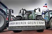 Nederland, Arnhem, 18-12-2019 Boeren uit de provincie Gelderland en duitsland zijn met hun trekkers naar het provinciehuis in Arnhem gereden om te protesteren tegen de maatregelen die hun worden opgelegd om het stikstofprobleem op te lossen. Zonder boeren geen eten . Foto: Flip Franssen
