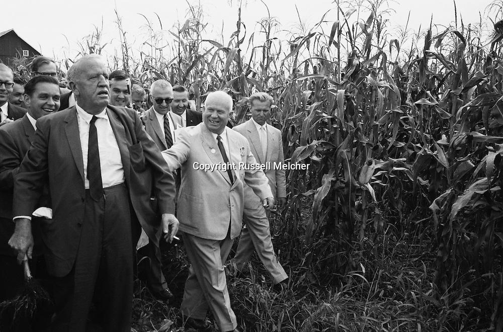 Nikita Khrushchev walking through the corn on<br /> Roswell Garst's farm in Iowa.<br /> <br /> <br /> Nikita Khrouchtchev marchant à travers les champs de  maïs de la ferme de Roswell Garst dans l'Iowa.