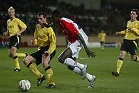 FOOTBALL - CHAMPIONS LEAGUE 2004/2005 - FIRST ROUND - GROUP A - AS MONACO v LIVERPOOL FC - 23/11/2004 - EMMANUEL ADEBAYOR (MON) / JAMIE CARRAGHER (LIV) - PHOTO GUY JEFFROY / FLASH PRESS