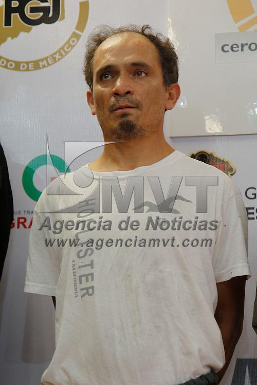 TOLUCA, México.- La PGJEM y la ASE informaron sobre la detención de  Carlos Morales Ramos quien se encuentra implicado en el homicidio del líder de la CTM en Acolman, al momento de su detención se les fueron incautadas armas de fuego cortas. Agencia MVT / Crisanta Espinosa. (DIGITAL)