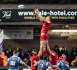 Nick Isiekwe of Saracens claims the lineout<br /> <br /> Photographer Simon King/Replay Images<br /> <br /> European Rugby Champions Cup Round 4 - Cardiff Blues v Saracens - Saturday 15th December 2018 - Cardiff Arms Park - Cardiff<br /> <br /> World Copyright © Replay Images . All rights reserved. info@replayimages.co.uk - http://replayimages.co.uk