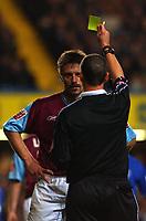 Fotball<br /> Foto: SBI/Digitalsport<br /> NORWAY ONLY<br /> 27.10.2004<br /> Carling Cup 3 runde<br /> <br /> Chelsea v West Ham United<br /> <br /> West Ham's Tomas Repka is booked for fouling Arjen Robben