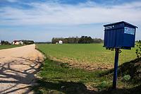 Podlasie, 01.05.2020. N/z skrzynki pocztowe na wsi nie zawsze spelniaja role bezpiecznego przechowywania korespondencji, co jest szczegolnie niepokojace w kontekscie propozycji PiS - korespondencyjnych wyborow prezydenckich fot Michal Kosc / AGENCJA WSCHOD