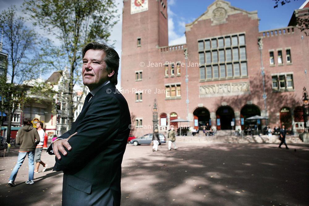 Nederland, Amsterdam , 25 september 2009.<br /> Sjoerd van Keulen werd begin 2009  voorzitter van Holland Financial Center, nadat hij zeven jaar bestuursvoorzitter was geweest bij SNS Reaal. Van Keulen was al gestopt met werken toen hij werd gevraagd voor SNS Reaal. Het leek Van Keulen een leuke manier op zijn loopbaan af te sluiten (sic). De topman bracht, na jaren van gerommel in de top, SNS weer tot rust (sic2). Op 18 mei 2006 brengt hij SNS naar de beurs. <br /> Nieuws van 1 februari 2013:<br /> Oud topman van SNS Reaal Sjoerd van Keulen trekt zich terug als voorzitter bij Holland Financial Centre na overname van SNS door de Nederlandse Staat (3,7 miljard) om omvallen van de bank te voorkomen.<br /> The SNS Reaal went public in 2006 thanks to retired banker Sjoerd van Keulen. He now is Chairman of the Holland Financial Center. The end of his SNS banking career came after the bank SNS had been nationalised last Friday 1th Feb 2013.