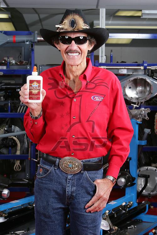 Randleman, NC - Jan 17, 2006:  The 2006 Elmers Glue on location photoshoot at Richard Petty Motorsports in Randleman, NC.
