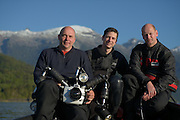 GEO-Editor Lars Abromeit (middle) and GEO-Photographer Solvin Zankl (left) with Dive Assistent Tom Arpe.  Comau Fjord, Patagonia, Chile | GEO-Redakteur Lars Abromeit (mitte) und GEO-Fotograf Solvin Zankl (links) mit seinem Tauchassistenten Tom Arpe. Unterwegs auf dem Comau Fjord.