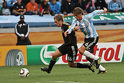 03.07.2010, CAPE TOWN, SOUTH AFRICA,  Philipp Lahm of Germany and Gabriel Heinze of Argentina challenge for possession  during the Quarter Final, Match 59 of the 2010 FIFA World Cup, Argentina vs Germany held at the Cape Town Stadium EXPA Pictures © 2010, PhotoCredit: EXPA/ nph/  Kokenge