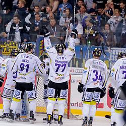 Jubel zum Sieg über den ERC Ingolstadt<br /> 77 Kevin Orendorz (Spieler Krefeld Pinguine), 81 Martin Ness (Spieler Krefeld Pinguine), 72 Mike Mieszkowski (Spieler Krefeld Pinguine), 34 Kyle Sonnenburg (Spieler Krefeld Pinguine) beim Spiel in der DEL, ERC Ingolstadt (blau) -  Krefeld Pinguine (weiss).<br /> <br /> Foto © PIX-Sportfotos *** Foto ist honorarpflichtig! *** Auf Anfrage in hoeherer Qualitaet/Aufloesung. Belegexemplar erbeten. Veroeffentlichung ausschliesslich fuer journalistisch-publizistische Zwecke. For editorial use only.