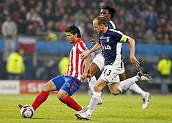 12.05.2010, Hamburg Arena, Hamburg, GER, UEFA Europa League Finale, Atletico Madrid vs Fulham FC im Bild.Atletico de Madrid's Kun Aguero against Fulham's Dany Murphy. EXPA Pictures © 2010, PhotoCredit: EXPA/ nph/  Alvaro Hernandez / SPORTIDA PHOTO AGENCY