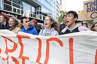 11 OCT 2019, BERLIN/GERMANY:<br /> Franziska Wessel (2.v.R.), Klimaaktivistin, Fridays for Future<br /> und weitere Jugendliche demonstrieren mit einem Demonstrationszug von Fridays for Future fuer wirkungsvolle Massnahmen gegen den Klimawandel, Anna-Louisa-Karsch-Strasse<br /> IMAGE: 20191011-01-026<br /> KEYWORDS: Demonstration, Demo, Demonstranten, Klima, Klimawandel, climate change, protest, Schueler, Schüker, Studenten, Protest