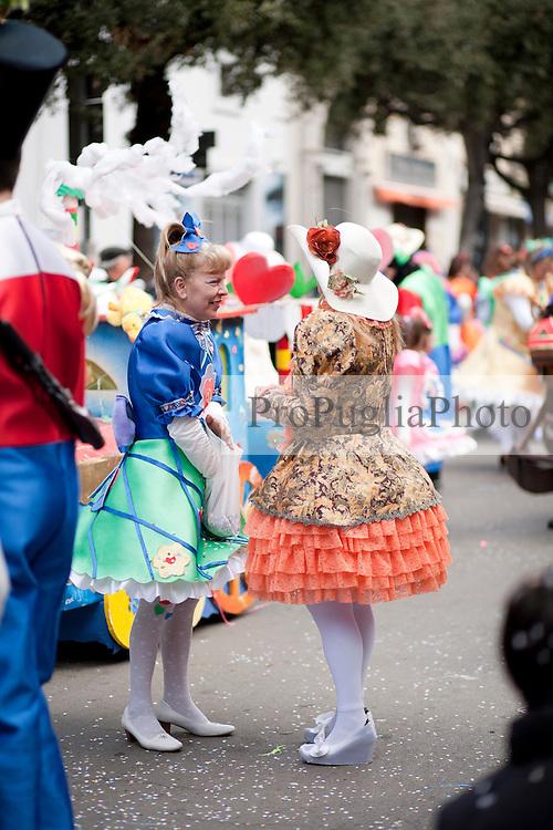 Partecipanti alla sfilata di carnevale di Gallipoli 2011 vestiti come giocattoli...Participants of the carnival parade in Gallipoli dressed as toys.