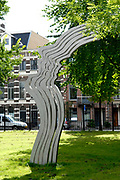 The shout (dutch = De schreeuw ) is a monument for the memory to director, television maker, columnist and opinion maker Theo van Gogh. The monument stands in the Oosterpark in Amsterdam, near at the place where Van Gogh on 2 November 2004 was assassinated by a moslimfundamentalist. The monument has been devised by Jeroen Henneman.//////<br /> <br /> De Schreeuw is een monument ter nagedachtenis aan regisseur, televisiemaker, columnist en opiniemaker Theo van Gogh. Het monument staat aan de rand van het Oosterpark in Amsterdam, dicht bij de plaats waar Van Gogh op 2 november 2004 door een moslimfundamentalist werd vermoord. Het monument is ontworpen door Jeroen Henneman.