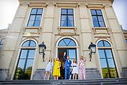 Koning Willem-Alexander, Koningin Maxima met hun dochters Prinses Amalia, Prinses Alexia en Prinses Ariane tijdens Koningsdag thuis op Paleis Huis ten Bosch<br /> <br /> King Willem-Alexander, Queen Maxima with their daughters Princess Amalia, Princess Alexia and Princess Ariane during King's Day at home at Paleis Huis ten Bosch
