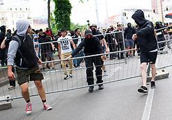 "11.06.2016, Wien, AUT, Demonstration der Identitären Bewegung Österreich mit diversen Gegendemonstrationen. im Bild linke Gegendemonstranten tragen Baustellengitter auf den Gürtel // Counter Demonstrators of the far-left wing during demonstration of the right group ""Identitaeren"" and left-wing counter demonstrations in Vienna, Austria on 2016/06/11. EXPA Pictures © 2016, PhotoCredit: EXPA/ Michael Gruber"