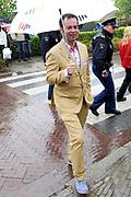 Koninginnedag 2010 . De Koninklijke familie in het zeeuwse Wemeldinge. / Queensday 2010. The Royal Family in Wemeldinge<br /> <br /> op de foto / on the photo : Royalty-watcher Peter van der Vorst