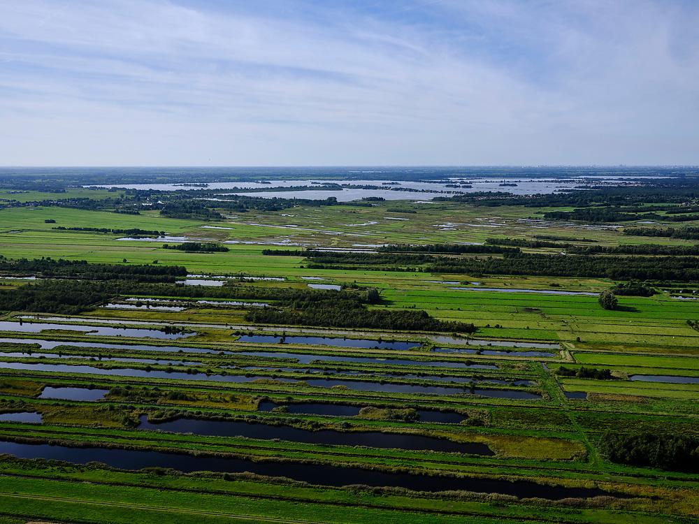Nederland, Utrecht, Tienhoven, 14-09-2019; Oostelijk Binnenpolder van Tienhoven, strokenverkaveling als gevolg van veenafgraving. Zicht op de Loosdrechtse plassen.<br /> Oostelijk Binnenpolder van Tienhoven, strip subdivision as a result of peat excavation. View of the Loosdrecht lakes.<br /> <br /> luchtfoto (toeslag op standard tarieven);<br /> aerial photo (additional fee required);<br /> copyright foto/photo Siebe Swart