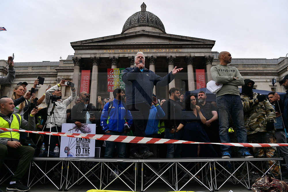 © Licensed to London News Pictures. 26/09/2020. London, UK. DAVID ICKE makes a speech at an anti-mask wearing demonstration in Trafalgar Square. The demonstrators are against the government laws of lockdown during the Covid-19 pandemic and the effects of the virus. Photo credit: London News Pictures