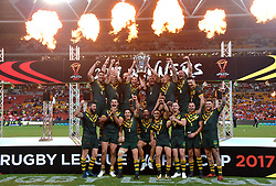 December 2, 2017 - Brisbane, Australie - Rugby League World Cup - England vs Australia - Land Park, Brisbane, Australia - December 2, 2017. The Australian team celebrate with the trophy after defeating England in the final. (Credit Image: © Panoramic via ZUMA Press)
