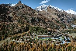 THEMENBILD - Hotel Gradonna Mountain Resort, Berge der Granatspitzgruppe Blauspitz (2575 m), schneebedeckte Gipfel der Kendlspitze (3085 m). Samstag, 10. November 2018 Kals am Großglockner, Österreich // Hotel Gradonna Mountain Resort, mountains of the Granatspitzgruppe from the left Blauspitz (2575 m), snow-capped peaks of the Kendlspitze (3085 m). Saturday, November 10, 2018 in Kals am Grossglockner, Austria. EXPA Pictures © 2018, PhotoCredit: EXPA/ Johann Groder