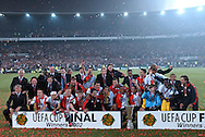 Photo: Gerrit de Heus. Rotterdam. UEFA Cup Final. Feyenoord-Borussia Dortmund. Feyenoord wins the Cup...Keywords: beker