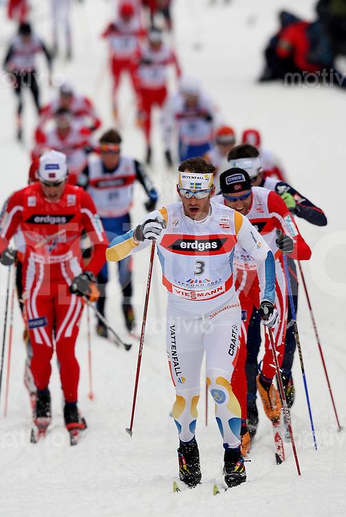 Sapporo , 040307 , Nordische Ski Weltmeisterschaft  Maenner 50km Rennen ,  Laeufer im Rennen ueber 50 Kilometer