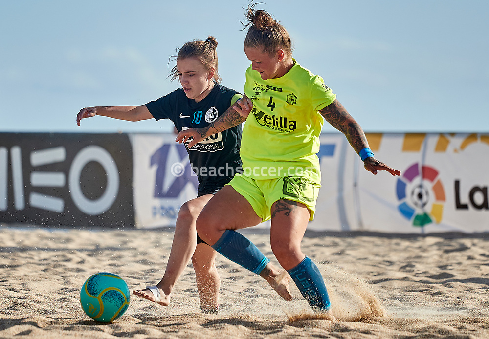 NAZARE, PORTUGAL - JUNE 5: Rebecca Ashleigh Barron of CD Higicontrol Melilla and Sofie Houba of Beachsoccer DTS Ede during the Euro Winners Cup Nazaré 2019 at Nazaré Beach on June 5, 2019 in Nazaré, Portugal. (Photo by Jose M. Alvarez)