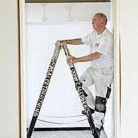 Malermester John Callesen, 64 år kan fejre 50 års jubilæum i år som maler men har ingen planer om at stoppe på arbejdsmarkedet.