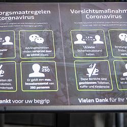 10-04-2020: Nieuws: Algemeen: Nederland<br /> Bij tuinmeubelen Kees Smit wordt alles in stelling gebracht voor een eventuele toeloop van winkelend publiek