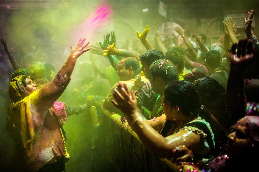 *légende* Célébration de Holi, festival des couleurs qui annonce l'arrivée du printemps en Inde. Vrindavan - Uttar Pradesh - Inde