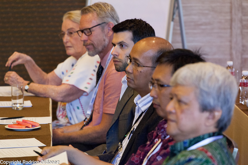 Participants discuss specific actions to fight the co-epidemic at the global summit on diabetes and tuberculosis in Bali, Indonesia, on November 3, 2015.<br /> The increasing interaction of TB and diabetes is projected to become a major public health issue.The summit gathered a hundred public health officials, leading researchers, civil society representatives and business and technology leaders, who committed to take action to stop this double threat. (Photo: Rodrigo Ordonez for The Union)