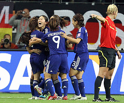 17.07.2011, Commerzbankarena, Frankfurt, GER, FIFA Women Worldcup 2011, Finale,  Japan (JPN) vs. USA (USA), im Bild:  .Torjubel / Jubel  nach dem 2:2 durch Homare Sawa (Japan) (2L) .. // during the FIFA Women Worldcup 2011, final, Japan vs USA on 2011/07/11, FIFA Frauen-WM-Stadion Frankfurt, Frankfurt, Germany.   EXPA Pictures © 2011, PhotoCredit: EXPA/ nph/  Mueller       ****** out of GER / CRO  / BEL ******