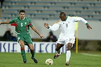 Fotball<br /> African Nations Cup 2004<br /> Afrika Mesterskapet<br /> Foto: Digitalsport<br /> Norway Only<br /> <br /> FIRST ROUND - GROUP D - 040204<br /> MOROCCO v SOUTH AFRICA<br /> MAROKKO v SØR AFRIKA<br /> <br /> NKOSINATHI NHLEKO (RSA) / NOURREDINE NAYBET (MOR)