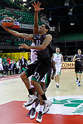 DESCRIZIONE : Siena Eurolega Euroleague 2013-14 MPS Zielona Montepaschi Siena<br /> GIOCATORE : Erick Green<br /> CATEGORIA : tiro sottomano<br /> SQUADRA : Montepaschi Siena<br /> EVENTO : Eurolega Euroleague 2013-2014<br /> GARA : MPS Zielona Montepaschi Siena<br /> DATA : 05/12/2013<br /> SPORT : Pallacanestro <br /> AUTORE : Agenzia Ciamillo-Castoria/ P.Lazzeroni<br /> Galleria : Eurolega Euroleague 2013-2014  <br /> Fotonotizia : Siena Eurolega Euroleague 2013-14 MPS Zielona Montepaschi Siena<br /> Predefinita :