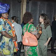 NLD/Utrecht/20150306 - Koningin Maxima bezoekt bijeenkomst  Women Inc., Daphne Bunskoek in gesprek met surinaamse dames