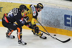 21.10.2016, Albert Schultz Halle, Wien, AUT, EBEL, UPC Vienna Capitals vs Dornbirner Eishockey Club, 12. Runde, im Bild Oliver Achermann (Dornbirner Eishockey Club) und David Rotter (UPC Vienna Capitals) // during the Erste Bank Icehockey League 12th Round match between UPC Vienna Capitals and Dornbirner Eishockey Club at the Albert Schultz Ice Arena, Vienna, Austria on 2016/10/21. EXPA Pictures © 2016, PhotoCredit: EXPA/ Thomas Haumer