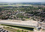 Nederland, Barendrecht, Station, 08-09-2006;  zicht op het station , in Zuidelijke richting; het oorspronkelijk station is deel uit gaan maken van de 1500 meter lange 'Overkapping Barendrecht'; deze is aangelegd om geluidsoverlast voor de dorpskern te voorkomen, de afgelopen jaren zijn namelijk niet alleen de de bestaande sporen uitgebreid (in het kader van Rail 21), maar ook Betuweroute en HSL lopen langs de de dorpskern. Om geluidsoverlast en dergelijke tegen te gaan, is een 1500 meter lange overkapping gerealiseerd; milieu, bouw, transport, infrastructuur, verkeer en vervoer, mobiliteit, Betuwlijn, hogesnelheidslijn, zie ook andere foto's van deze lokatie; deel van de serie Panorama Nederland luchtfoto (toeslag); aerial photo (additional fee required); .foto Siebe Swart / photo Siebe Swart