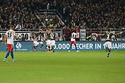 Fuusball: 2. Bundesliga, FC St. Pauli - Hamburger SV 2:0, Hamburg, 16.09.2019<br /> Enttaeuschung bei den HSV Spielern - Jubel bei St. Pauli<br /> © Torsten Helmke