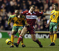 Fotball<br /> Premier League 2004/05<br /> Middlesbrough v Norwich<br /> 28. desember 2004<br /> Foto: Digitalsport<br /> NORWAY ONLY<br /> Norwich's Leon McKenzie (L) is tackled by Middlesbrough's Ray Parlour