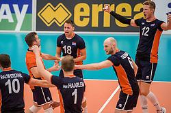 24-09-2016 NED: EK Kwalificatie Nederland - Wit Rusland, Koog aan de Zaan<br /> Nederland wint na een 2-0 achterstand in sets met 3-2 / Robbert Andringa #18, Kay van Dijk #12, Jasper Diefenbach #6