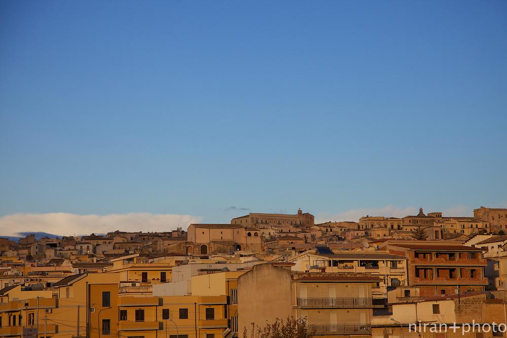 Sicilian sun, setting on Noto