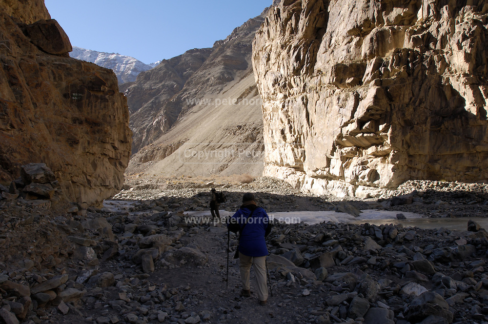 India - Wednesday, Nov 29 2006: Lorna Brooks and Dr Raghu Chundawat trek into the Rumbak Valley, Hemis National Park. The environment in and around the valley is ideally suited to the snow leopard. (Uncia uncia). (Photo by Peter Horrell / http://www.peterhorrell.com)
