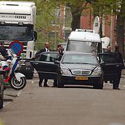 Begrafenis Pim Fortuyn, Groen Links lijsttrekker Paul Rosenmuller en PVDA Ad Melkert verlaten kerk achterzijde
