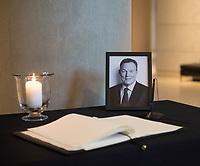 DEU, Deutschland, Germany, Berlin, 27.10.2020: Ein Kondolenzbuch für den verstorbenen Bundestagsvizepräsidenten Thomas Oppermann liegt auf einem Tisch im Foyer des Bundestags. Gestern war bekannt geworden, dass Thomas Oppermann (SPD) am 25.10.2020 überraschend gestorben ist.