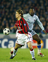 Fotball<br /> UEFA Champions League 2003/2004<br /> 04.11.2003<br /> Club Brügge / Brugge v AC Milan<br /> Andres Mendoza - Brugge<br /> Dario Simic - Milan<br /> Foto: Morten Olsen, Digitalsport