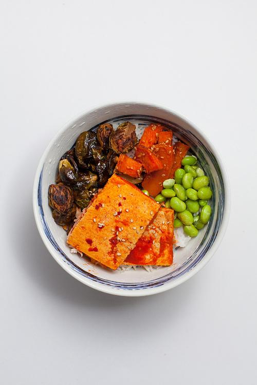Siracha Tofu, Fish Sauce Brussels and Sesame Gochujang Squash Bowl from the fridge (m€) - COVID-19 Social Distancing