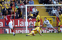 Photo: Olly Greenwood.<br />Charlton Athletic v Watford. The Barclays Premiership. 21/10/2006. Charlton's Andy Reid shot at goal is saved by Watford's Ben Foster.