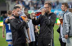 Lyngby-spillere og ledere fester efter kampen i 3F Superligaen mellem Lyngby Boldklub og Hobro IK den 20. juli 2020 på Lyngby Stadion (Foto: Claus Birch).
