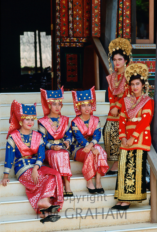 Indonesian girls in traditional dress, Java