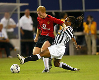 Photo Aidan Ellis.<br />Manchester United v juventus (Champions World Match at New York Giants Stadium East Rutherford).31/07/03.<br />United's Paul Scholes and Juve's Edgar Davids