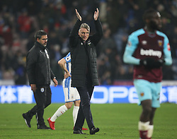 West Ham United manager David Moyes (C) applauds the fans at the final whistle - Mandatory by-line: Jack Phillips/JMP - 13/01/2018 - FOOTBALL - The John Smith's Stadium - Huddersfield, England - Huddersfield Town v West Ham United - English Premier League